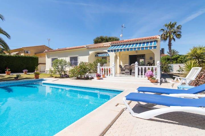 Las Violetas · Charming one-floor villa,private pool & big garden
