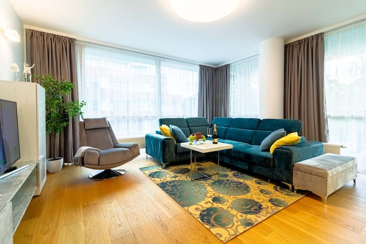 ⥣DELUXE Deja Blue Apt In City Center By Cohost⥣
