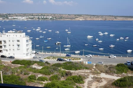 Modern 2 bedroom apartment with amazing sea views