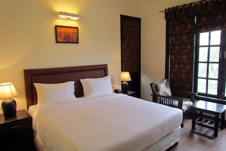 Beautiful Home Away From Home! - Gurgaon - Bed & Breakfast