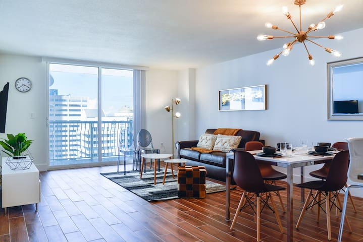 ***Bright, Stylish Apartment in Brickell***