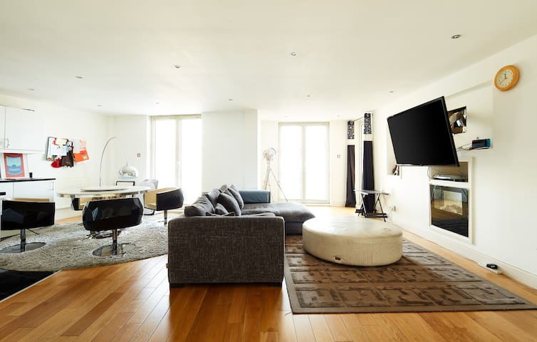 Luxury 3 Bed Fendi Casa flat in Central London
