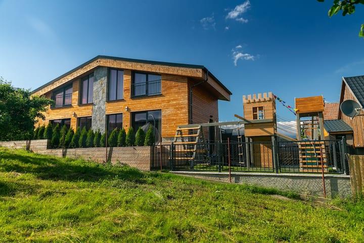 Novovybudované,drevené, mezonetové apartmány AP1