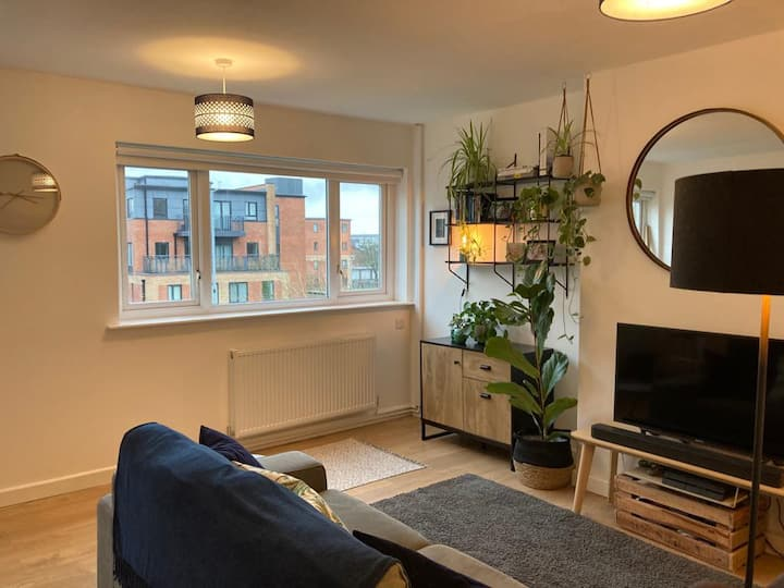 Spacious 1 Bedroom Apartment Close to City Centre