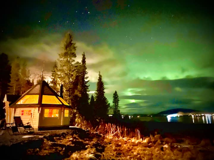 Northern Light Hut by Torneriver