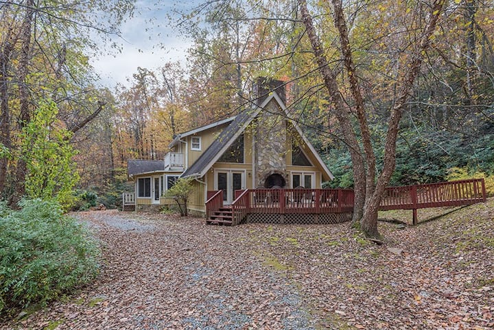 Get lost by the creek at Lost Creek Cottage! Fire pit, pet friendly, quiet! - 4 Bedroom, 3 Bathroom