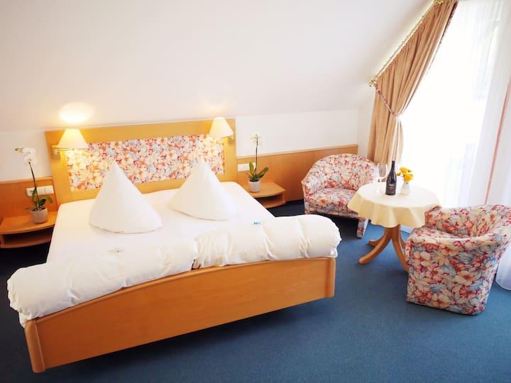 Kreuz-Post Hotel-Restaurant Spa, (Vogtsburg-Burkheim), Doppelzimmer Komfort in der Dependance