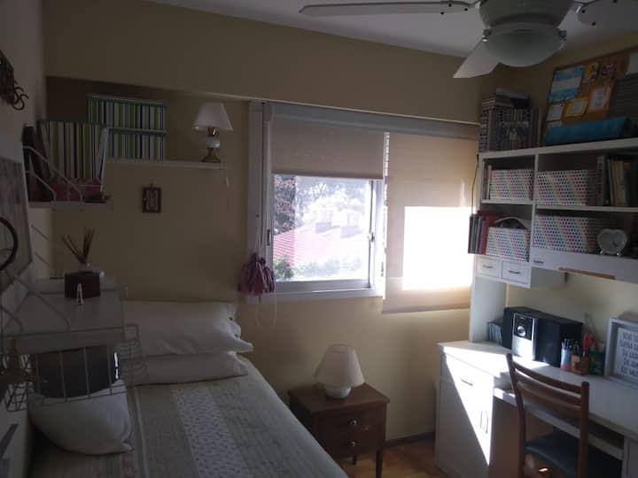 Habitación calida en pleno San Isidro