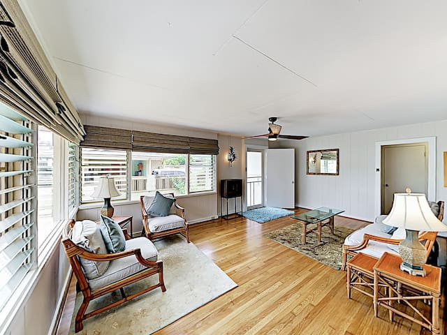 New Listing! Renovated Cottage - 2 Blocks to Beach