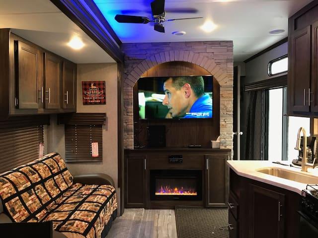 Grand Cherokee Cabin RV