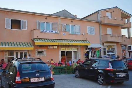 1 Bedroom Apts in  #1 - Ražanac