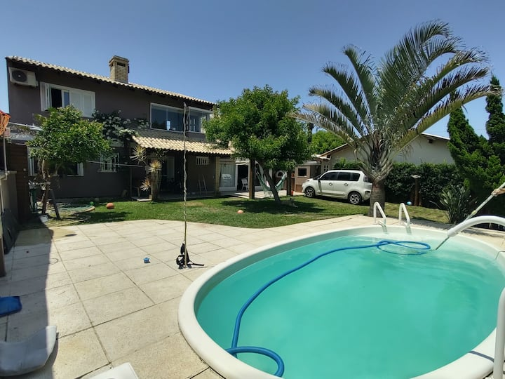 Casa aconchegante com piscina e lindo jardim