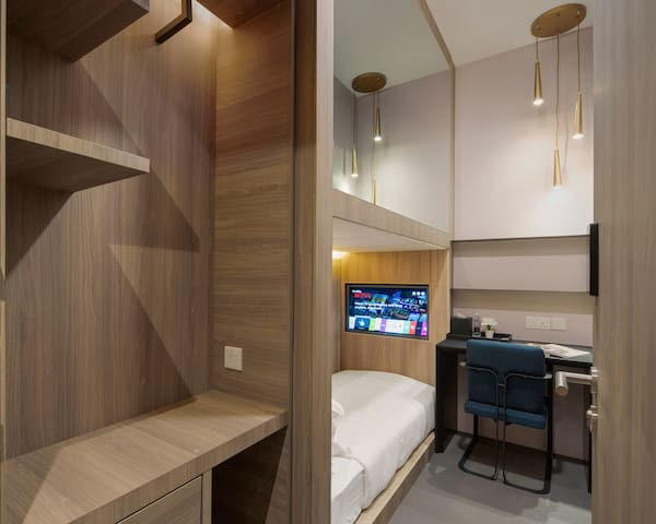 Single cabin shared bathroom in Tanjong Pagar MRT