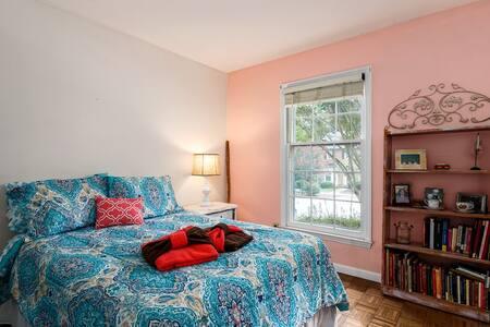 PRIVATE Suite near the Park - Greensboro - Townhouse