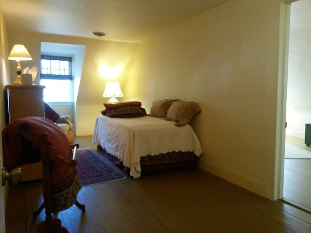 Bedroom 2 with Twin Bed