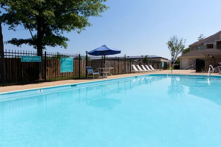 Suite with FREE Airport Shuttle and Daily Breakfast! Seasonal Pool Access Included