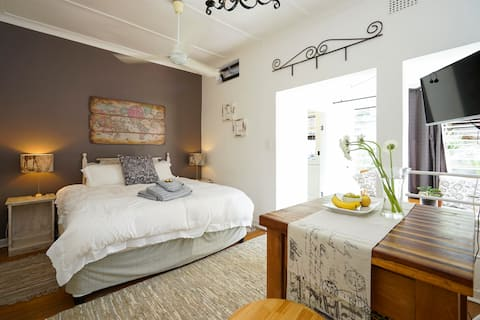 La Mer Self-Catering Rooms 1 & 2 in a shared house