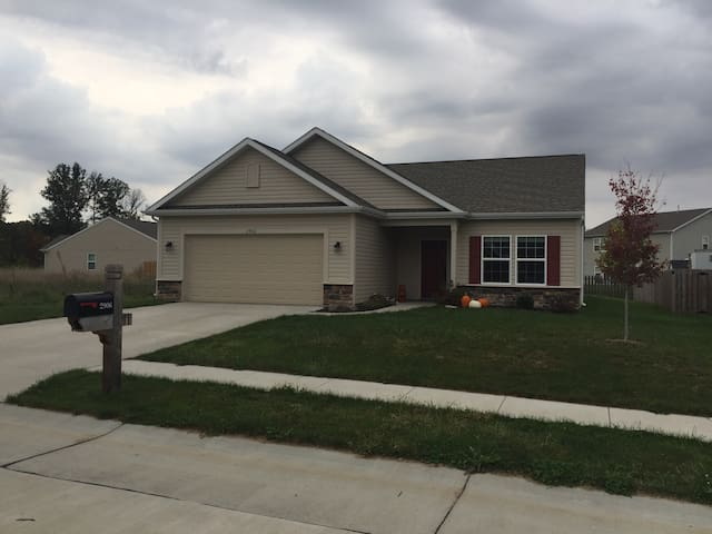 Minutes from campus and walking distance to wlgcc - West Lafayette - Hus
