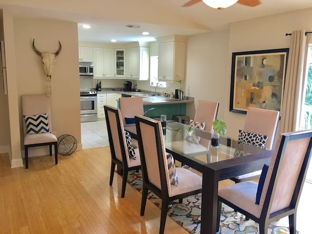House on the water, POOL, beautiful private room!! - Bonita Springs - Casa