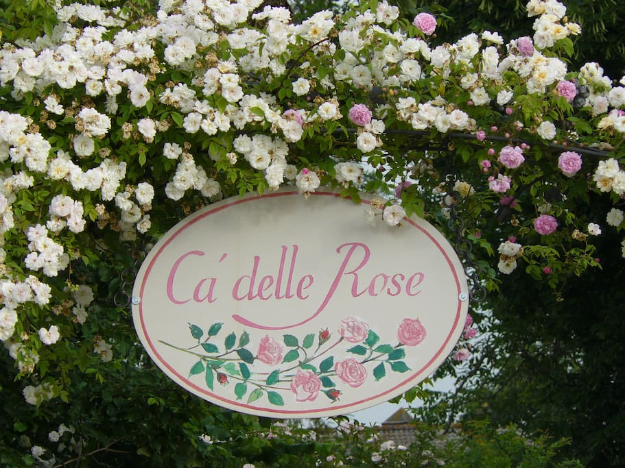 Ca' delle Rose Eco Luxury B&B signboard on the entrance gate