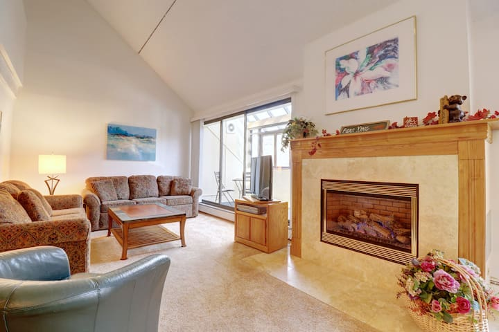 Large 3br Condo in  East Village Condo - Easy Walk to Super Bee. WH301