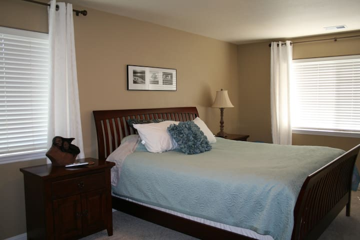 Beautiful Master Suite and Bath W/Private Entrance - Citrus Heights - Casa