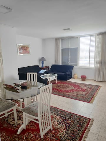 Spacious 3 rooms FLAT, great location with parking
