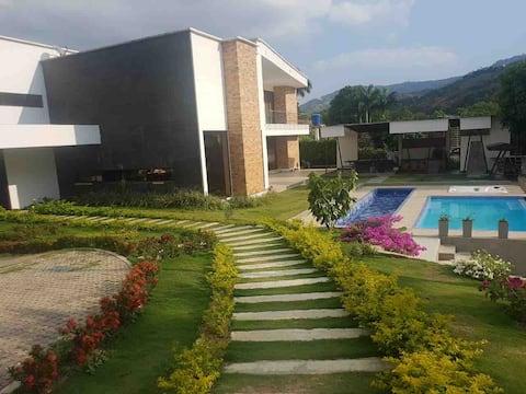 Espectacular casa campestre condominio Paramito