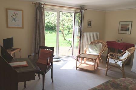 Charming garden room in Hamburg