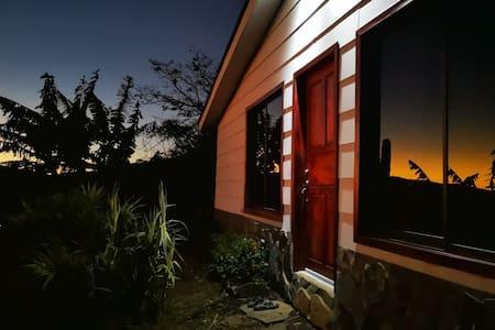 Moonbow House San Luis, Monteverde
