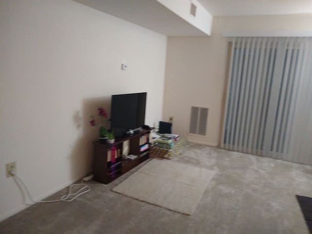 Private room in 2 bhk  in Lakewood hills Harrisbur