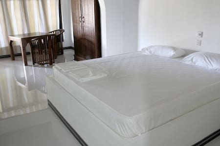 Dharma Village double room (#1) - Dharga Town - Bed & Breakfast