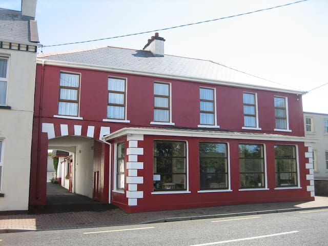 O'Neills with private guests parking