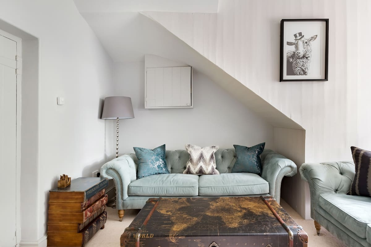 Chic, Renovated Stone Cottage at Charlton Hall