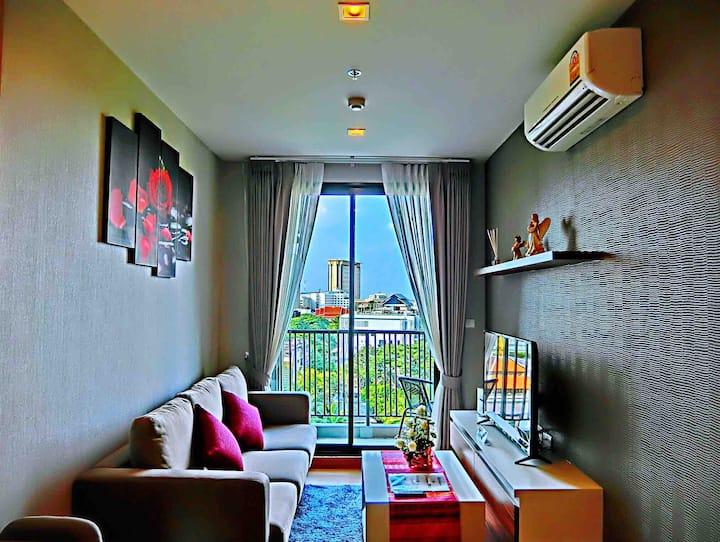 Modern suite, great location, Near CM Night Bazaar