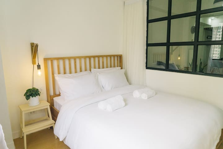 """""""Matthew's place is just as pictured. It is better than expected. The unit was very clean and the beds were comfortable. The WiFi was also strong."""" - Janice, ★★★★★"""