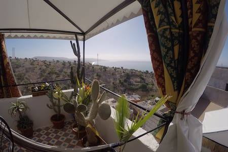 Amazing rooftop at Sunside Surf House/ Shared room - Taghazout