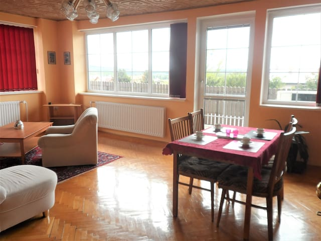 STAY IN A NICE PLACE CLOSE TO PRAGUE