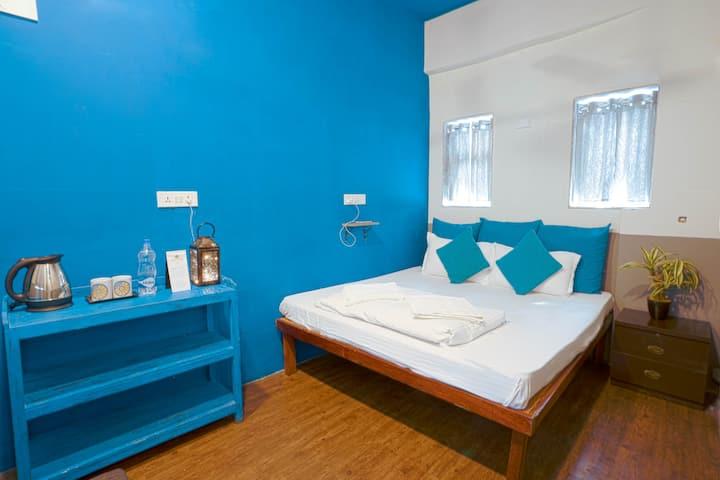Private Room in Locomo Hostel, Mumbai