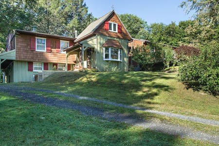 Beautiful country home in the heart of Rhinebeck! - Hus