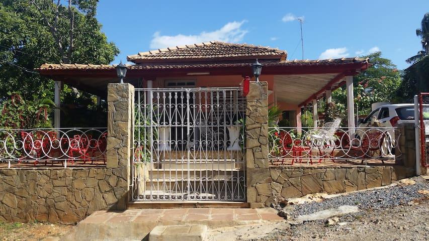 Acogedora Casa a 25 Metros de la Playa. Room # 2. - Trinidad - Talo