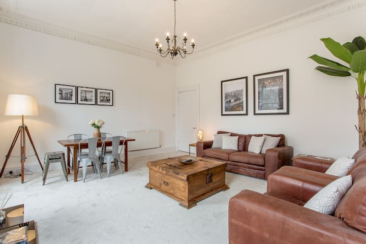 Perfect City Centre Location 50m From Princes St