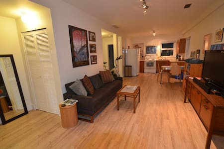 Private Suite & Breakfast! - Vancouver - House