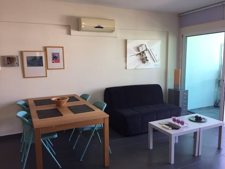 Spacious 1-Bedroom Modern Flat With WIFI