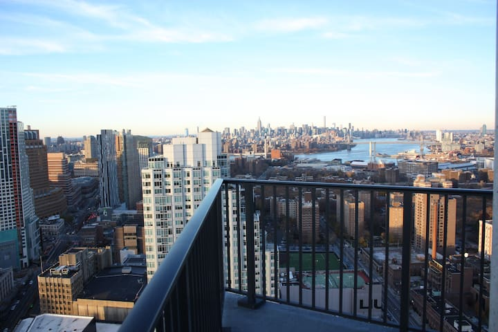 This is the majestic view of Manhattan from balcony 1