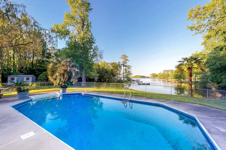 Gorgeous, waterfront home with views, a private pool, & dock - dogs welcome!