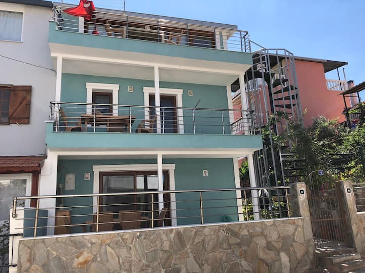 Duplex House with Garden 50m from the Beach