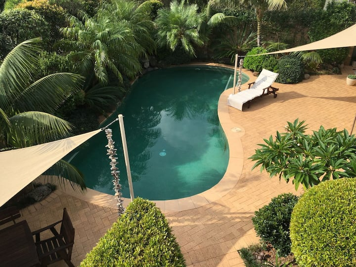Seaside - luxury accommodation with private pool