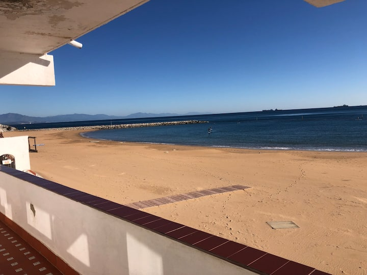 Beautiful uninterrupted sea views on the beach 50+