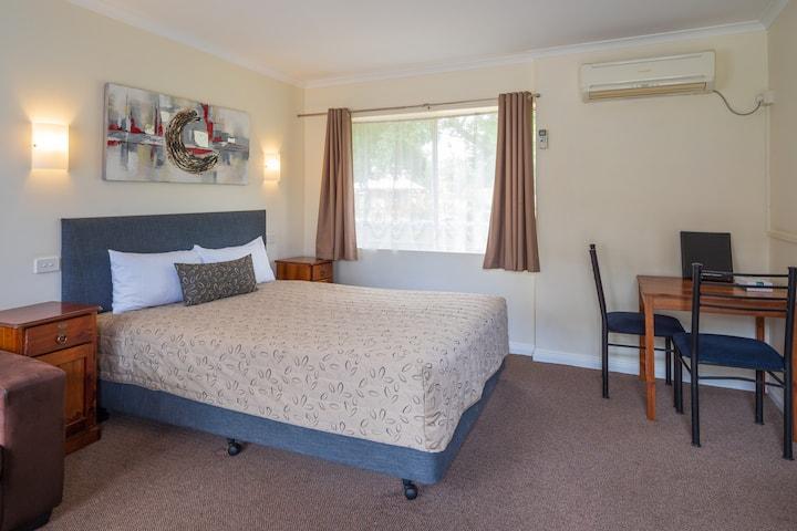 Superior Queen Room - Castle Motel